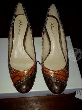 Zapatillas marca Dione #25