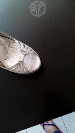 Hermosas zapatillas plata