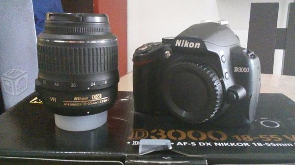 Cámara DSLR Nikon D3000 y accesorios originales