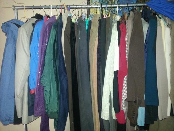Paca con variedad de ropa