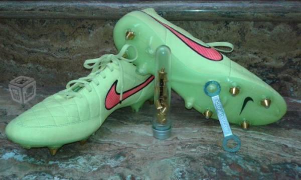 Nuevos zapatos futbol Nike tiempo intercambiables