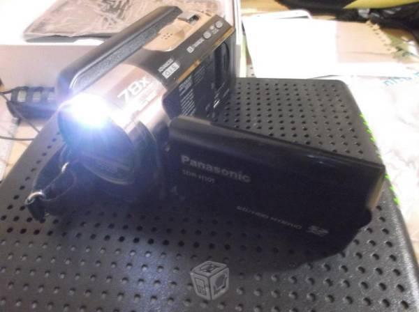 Videocamara/75x zoom OPTICAL, SEMINUEVA,/80GB HDD