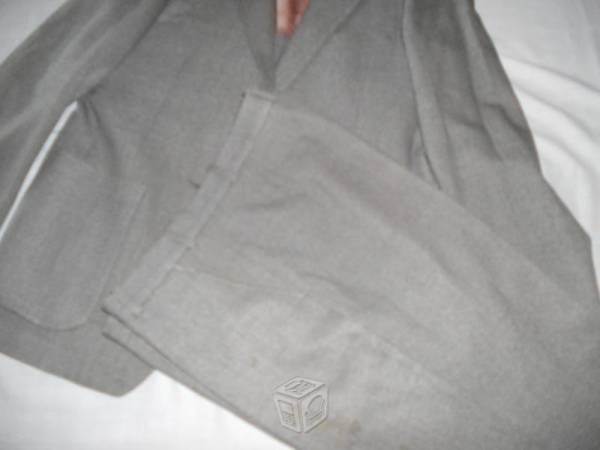 Traje color gris, confecciones europeas
