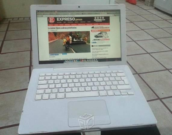 Laptop MacBook con Convertidor HDMI buen estado