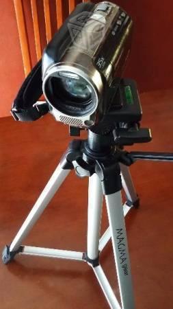 Panasonic video y toma fotos con luz led c/tripie