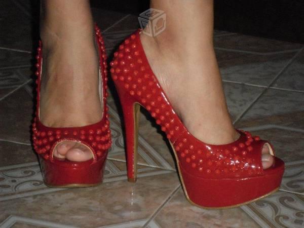 Zapatillas rojas y azules